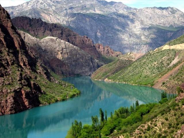 Kırgızistan  30 gün vizesiz.