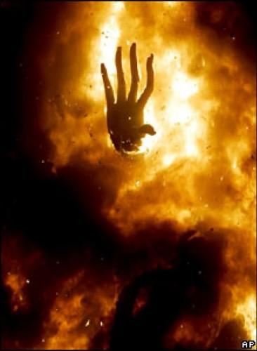 Ateş çıkacak  Hadis-i şerifte buyuruldu ki: Hicazdan çıkan ateş, Basra'daki develerin boyunlarını aydınlatır. (Müslim)