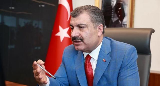 Kovid-19 konusunda Fahrettin Koca ile yaptığı görüşmeyi köşesine taşıyan Hürriyet yazarı Osman Müftüoğlu, mevcut durumdan Koca'nın da kendisi gibi memnun olmadığını ve endişeli olduğunu belirtti. Müftüoğlu, Koca'nın yeni belirtilerin varlığından bahsettiğini aktardı.  Hürriyet baş yazarı Prof. Dr. Osman Müftüoğlu, bugünkü yazısında Sağlık Bakanı Fahrettin Koca ile yeni tip koronavirüs (Kovid-19) salgınına ilişkin gerçekleştirdiği görüşmeyi paylaştı.