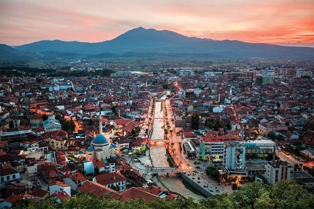 Kosova  180 günde 90 günü aşmayacak şekilde vizesiz.