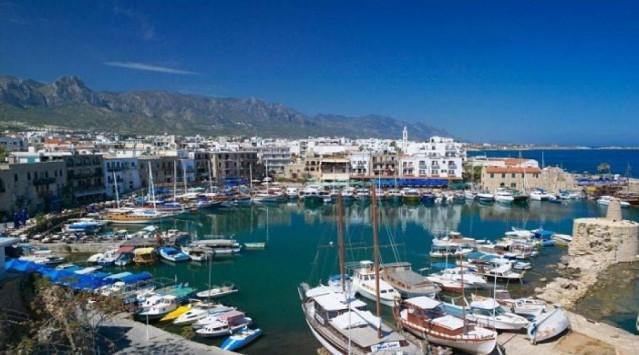 Kuzey Kıbrıs Türk Cumhuriyeti  30 gün vizesiz.  Pasaporta ihtiyaç duymadan kimlikle de giriş yapabiliyorsunuz.  Pasaportunuzda Kıbrıs'a giriş-çıkış damgası varsa Yunanistan'a gidemiyorsunuz.