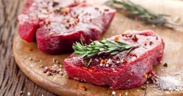 Eti terbiyelerken kuru soğan ve sarımsaktan, baharatlardan, taze kekik ve defne yaprağından, yoğurt ve zeytin yağından yararlanabilirsiniz .