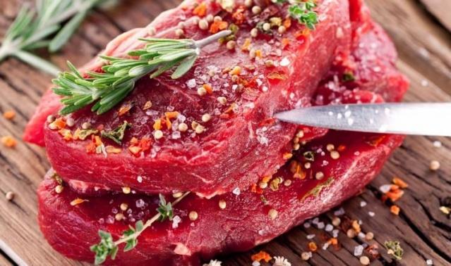 Sert etler bile limon suyu ilave edilerek pişirilirse, hem yumuşak ve lezzetli olur, hem de çabuk pişer.