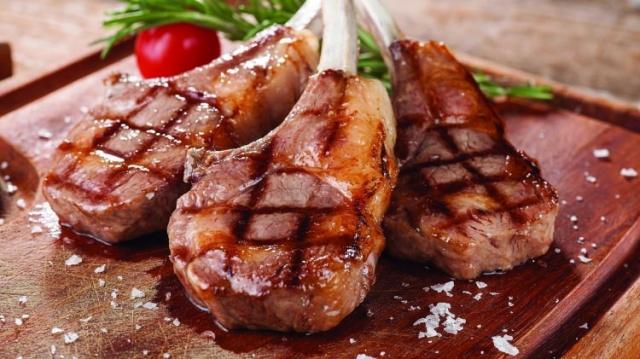 Eti sadece bir kez çevirmeye dikkat edin.