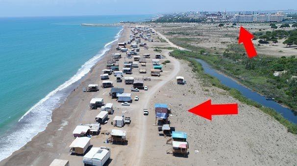 Antalya'nın Aksu ilçesindeki Kumköy sahili, yazın çok sayıda oba ve çardakla renkleniyor. Bir mahalle nüfusunu aşan sahilde vatandaşlar doğal hayat yaşıyor.