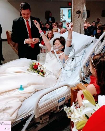 Düğün günlerinde sevgi, kahkaha ve mutluluk gözyaşları olmalı.  Her gün gerçekleşen binlerce düğünde aynı duygular yer alıyorlar. David ve Heather Mosher'ın düğünü ise hepsinden farklıydı.