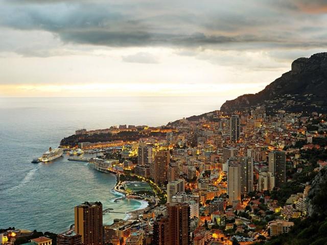 Monaco  90 gün vizesiz.  Fransa sınırları içinde, Vatikan'dan sonra dünyanın en ufak 2. ülkesi olan Monaco, Türk vatandaşlarına vizesiz ancak ülkenin kendi havalimanı olmadığı için ilk durağınız Fransa olacak. Fransa topraklarından geçeceğiniz için Schengen vizesi gerekiyor.