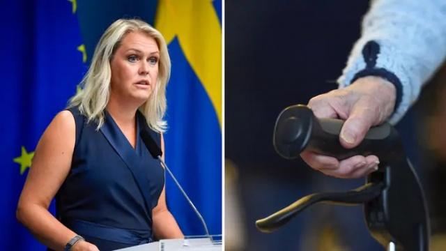 """İsveç'te uzun zamandır yaşlı bakım evlerinde kalan yaşlılarla temasın azaltılması için önemli kısıtlamalar getirilmişti.   Pandemi sürecinde İsveç'teki ölüm oranlarını artıran en önemli etkenlerden biri olan salgının huzuevlerindeki yayılımından sonra, yetkililer yaşlılarla teması durdurmak için ziyaretler başta olmak üzere bir çok kısıtlama getirmişti.  Bugün basın toplantısı düzenleyen Sosyal İşler Bakanı Lena Hallengren, yaşlılara yönelik açıklamalarda bulundu.  Hallengren, """"pek çok yaşlı insan ve yakınları için, ulusal yasaklama emri, salgın sırasında en zor kısıtlamalardan biri olmuştur. Bu nedenle, bu alınması zor bir karardı"""" diyerek, """"1 Ekim'den itibaren yasaklama kararının sona ermesinden içtenlikle mutluyum"""" ifadeleri kullandı."""