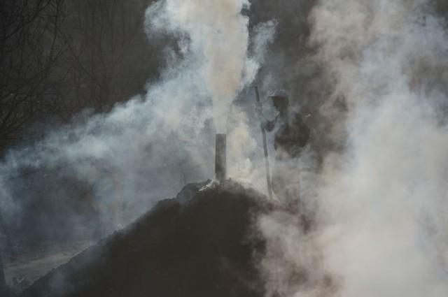 Şehir merkezine 35 kilometre uzaklıkta ormanlar arasındaki mahallenin arazilerinin tarıma elverişsiz olması nedeniyle vatandaşlar, her yıl ormanın sağlıklı bir şekilde büyümesi için yapılan kesimlerden kendilerine tahsis edilen odunları yerleşim yerinden uzaktaki ocaklarda mangal kömürüne dönüştürüyor.