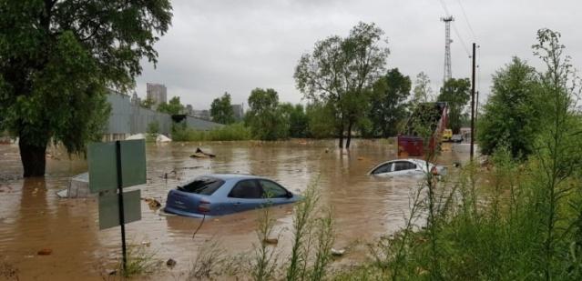 Ordu'nun Ünye İlçesi'nde şiddetli yağışların meydana getirdiği taşkın sonucu 4 köprü yıkıldı. Karadeniz Sahil yolunda ulaşım çift taraflı durduruldu. Şimdiye kadar 4 yaralı var, 165 kişi kurtarılmayı bekliyor.