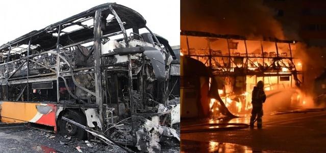 Linköping Garnisonsvägen'deki bir otobüs park yerinde normal trafikte üç dizel otobüste yangın çıktı.   Perşembe sabahı saat 4'ten hemen önce SOS'a yapılan ihbarla harekete geçen yangın söndürme ekipleri, olay yerine ulaştığında üç otobüsün alevler içinde olduğunu gördü.
