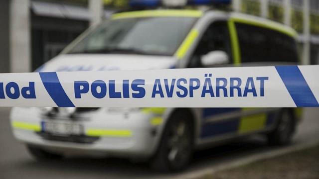 Norrköping, Marielund'daki bir restorana kundaklama girişimi olduğu bildirildi.  Edinilen bilgilere göre, restorana molotof tarzı bir yanıcı madde atıldı.  Doğu bölgesi polis memur Jonas Schånberg, restorana yanıcı sıvı içeren bir tür şişe atıldığından şüpheleniyoruz dedi.  İhbar üzerine restorana giden polis ekipleri, ihbarın sabah 10'dan hemen önce yapıldığını söyledi. Ekiplerin olay yerine gittiği sırada yangının söndürüldüğü ancak, restoran kapısına atılan molotofun tahribat meydana getirdiği belirtildi