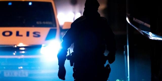 Başkent Stockholm'ün batısında çetelere yönelik operasyonlar kapsamında polis 19 kişiyi gözaltına aldı.  Çete operasyonu kapsamında yapılan baskınlarda 24 silah ele geçirilirken, 78 kişi gözaltına alındı ve bunlardan 19'nun hala tutuklu olduğu belirtildi.