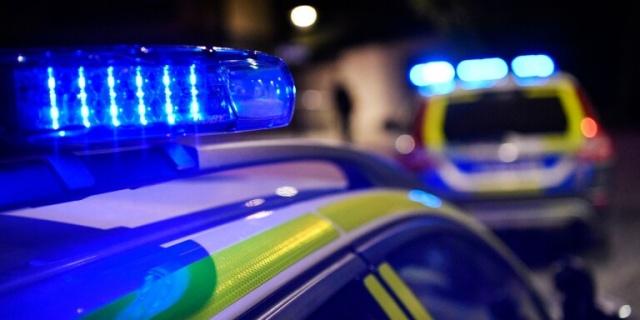 İsveç'in güneyinde yer alan Ljungby kentinde bir otelde silahlı soygun gerçekleşti.  Edinilen bilgilere göre, gece üç maskeli genç Ljungby'de bir oteli soydu.   Ellerinde bıçak ve silahla otele giren gençler, sigara ve nakit para için çalışanları tehdit etti.