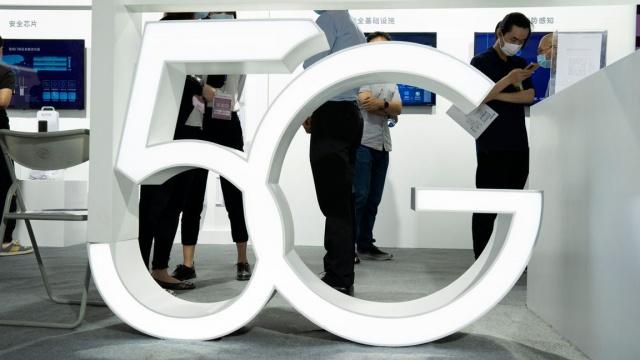 Bir günlük müzayede ve dört ihale turunun ardından İsveç 5G ağının müzayedesi sona erdi.   Hi3G (Tre), Net4mobility (Tele2 ve Telenor) Telia ve Teracom yeni mobil ağları işletecek.