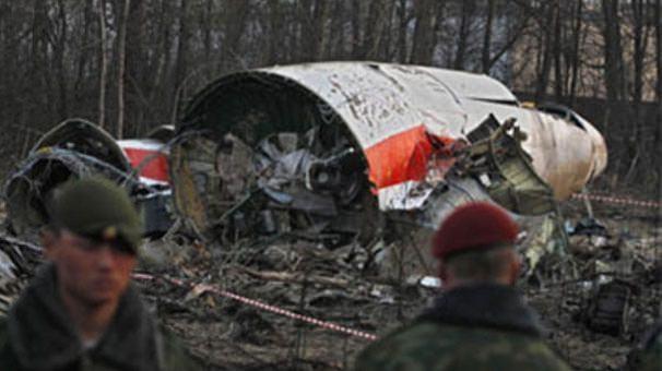 Polonya Cumhurbaşkanı ve beraberindeki heyeti taşıyan Tupolev-154 tipi uçak 10 Nisan 2010 tarihinde kalkışından kısa süre sonra düşmüş ve uçakta bulunan 96 kişiden kurtulan olmamıştı.