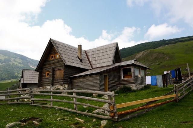 Gürültüden uzak, büyük çoğunluğunda elektriğin olmadığı, doğa ile baş başa tatil imkanı sunan Prokosko, son dönemde Bosna Hersek'i ziyaret eden yabancıların gözde adresleri arasına adını yazdırdı.