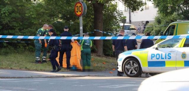 Görgü tanıkları tarafından saldırganların görüntüleri geçildiği belirtiliyor. Polis cinayetle ilgili soruşturma başlatırken, kurşunların hedefi olan şahsın olay yerinde yaşamını yitirdiği bildirildi.
