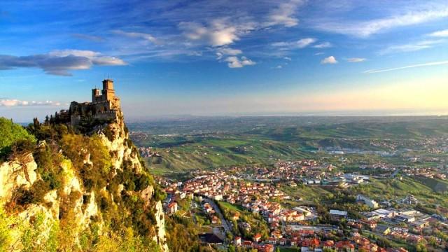 San Marino  İtalya içerisinde minik bir şehir devleti olan San Marino, Türk vatandaşlarına vizesiz ancak ülkenin kendi havalimanı olmadığı için ilk durağınız İtalya olacak. İtalya topraklarından geçeceğiniz için Schengen vizesi gerekiyor. San Marino'ya giriş çıkışta pasaport kontrolü yapılmıyor.  Vize istemeyen ülkelerden biri de Sao Tome ve Principe  15 gün vizesiz.