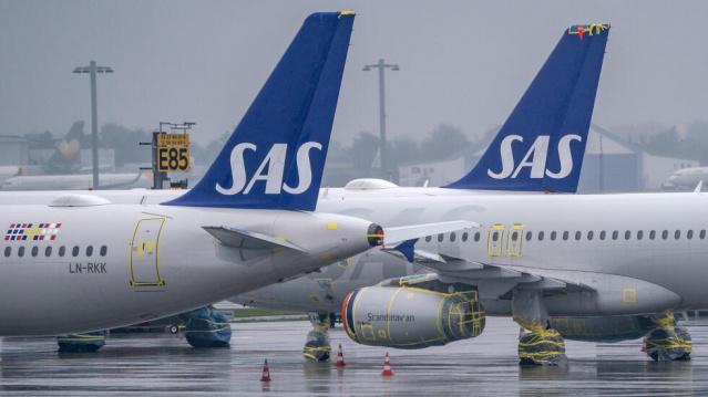 SAS ile ilgili şikayetler İsveç Tüketici Kurumu tarafından alınmaya devam ediyor.   Son zamanlarda, iptal edilen uçuşların geri ödemesi ile bağlantılı olarak havayolu şirketinin iadelerde sorun çıkarması üzerine çok sayıda şikayet yapıldı ve bu şikayetler devam ediyor.