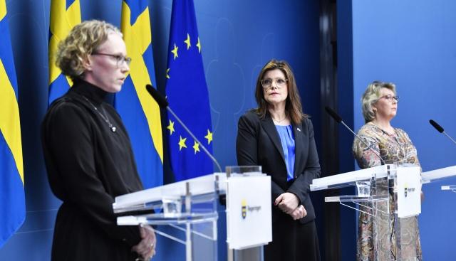 İsveç Halk Sağlığı Kurumunun açıkladığı yeni verilere göre, ülke genelinde 13 bin 812 yeni vaka tespit edilirken, 44 kişinin daha pandemi nedeniyle yaşamını yitirdi.  Açıklanan yeni rakamlarla birlikte ülke genelindeki tespit edilen toplam vaka sayısı 1 milyon 21 bin 604 olurken, hayatını kaybeden kişi sayısı ise 14 bin 217'ye ulaştı.