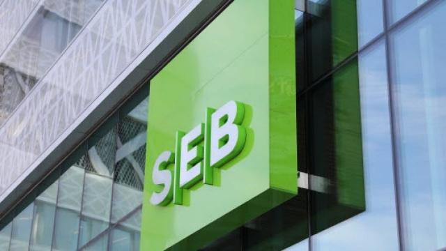SEB bankası kullanıcılarının Swish gönderilerinde sorun yaşadığı bildirildi.  SEB'de kesintiler olduğu, kesinti nedeniyle banka hesaplarına girip çıkmanın mümkün olmadığı belirtildi.