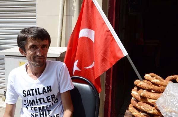 Kocaeli'nin Derince ilçesinde simitçilik yaparak geçimini sağlayan Erkan Ayhan isimli vatandaş örnek bir davranışa imza attı.