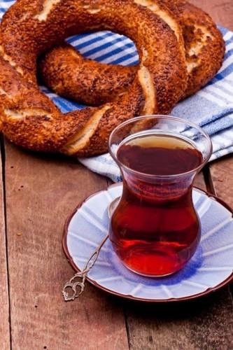 California Üniversitesi'nde yapılan araştırmanın sonuçları ülkemizde hemen hemen her saatte içilen siyah çayın inanılmaz faydaları olduğunu ortaya koydu.