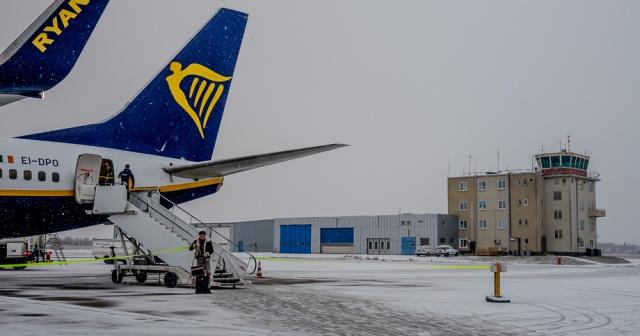İsveç'in Skavsta havalimanında buzlanmadan dolayı uçuş ve inişlerde ciddi zorlukların yaşandığı belirtildi.