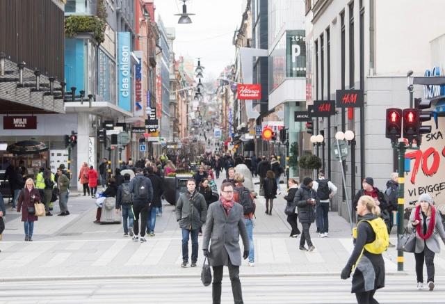 İsveç'teki salgının merkezi olan başkent Stockholm'de can kayıpları artmaya devam ediyor.  Bölgenin günlük raporuna göre, Stockholm bölgesinde teyit edilmiş Covid-19 nedeniyle can kaybı 897'ye yükseldi.