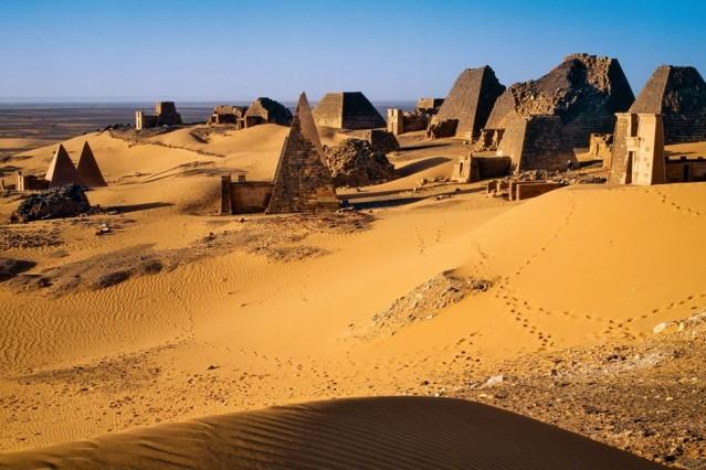 Sudan  Kapıda vize uygulaması var.  Sudan, Hartum Uluslararası havalimanında 105 ABD doları karşılığında tek girişli, 30 gün vize veriyor.  Türk vatandaşlarından vize istemeyen ülkelerden biri de Svaziland  30 gün vizesiz