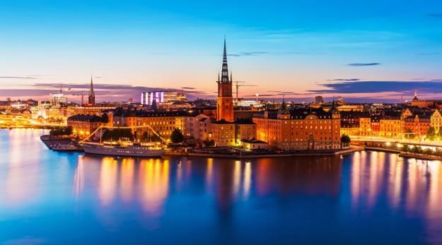 İsveç'te yaşayanlardan çok İsveç'e gezme için gelen insanların özellikle keşfetmesi gereken çok güzel 5 noktaya dikkat çekmekte fayda vardır.  İsveç, Kuzey Avrupa'da İskandinavya yarımadasında yer alan İsveç; Nobel Ödülleri, Ericsson Cep Telefonları, Volvo Marka Otomobil, dünyaca ünlü mobilya firmaso İkea ile meşhur bir ülke! Gezi programı yapmak için harika bir ülke olan İsveç'te gezilecek 5 yeri sizler için derledik. Keyifli okumalar.