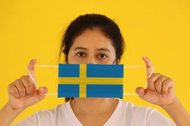 Avrupa'da ikinci dalganın yaşandığı ve yeni vaka zirvelerinin görüldüğü günlerde, İsveç'te de çok ciddi artışlar görülüyor.  İsveç'te salgının başladığı günden bu yana en yüksek vaka sayısı kayıtlara geçti. Son bir günde 4 bin 697 yeni vaka tespit edilirken, 20 kişi hayatını kaybetti.  İsveç'te şuana kadar 146 bin 461 vaka tespit edilirken, 6 bin 22 kişi hayatını kaybetti.