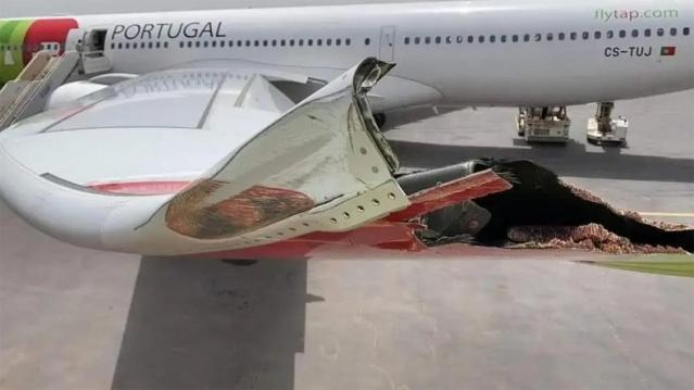 Portekiz'in bayrak taşıyıcı hava yolu şirketi TAP Portugal'a ait yolcu uçağı elektrik direğine çarptı. Kanadı hasar alan uçak seferden çekilmek zorunda kaldı.  Lizbon-Bissau seferini gerçekleştirdikten sonra park pozisyonu için hareket eden Airbus 330-900 tipi yolcu uçağı talihsiz bir kaza yaşadı.