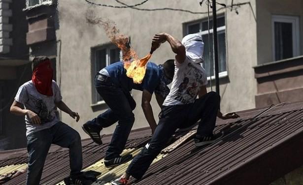 Maskeli teröristlerin savunmasını yapanlar bunlarında birşeyler almak için bakkala gittiğini iddia edebilir!