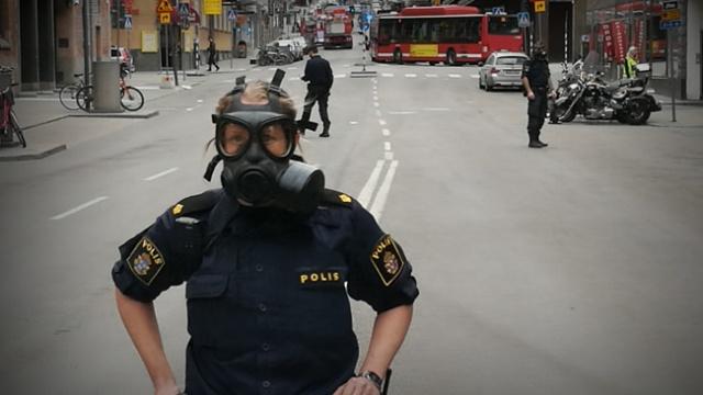 Edinilen bilgiye göre, polis, korkulan bir terör saldırı hakkında ayrıntılı bilgiye sahip.  İsveç'teki terör tehdidi seviyesi, beş puanlık bir ölçekte üç olmak üzere hala yüksek bir seviyede. Ulusal Polis Personel Teşkilatı, Avusturya ve Fransa'daki terör saldırıları ve ABD seçimlerinin gelişmesinin ardından dünyanın durumunu izliyor.