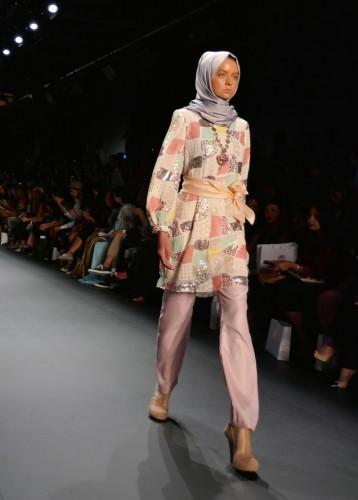 Endonezyalı Müslüman modacı Anniesa Hasibuan'ın defilesi, New York Moda Haftası (NYFW) çerçevesinde, Kurban Bayramı'nın ilk gününde, New York'un tarihi postane binası içindeki Moynihan İstasyonu Skylight salonunda düzenlendi.