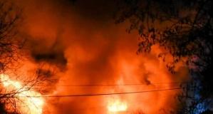 Feci yangında bir kadın ve iki çocuk hastaneye kaldırıldı