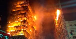 Dev gökdelende korkunç yangın! Ölü sayısı bilinmiyor!