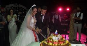 Düğünde pasta yerine çiğ köfte kestiler