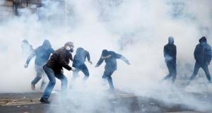 Avrupa'nın ortasında hayat durdu! Polisten biber gazlı müdahale