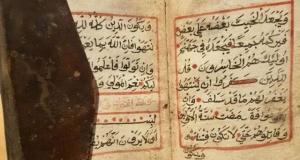Ceylan derisi ciltli 900 yıllık el yazması Kuran ele geçirildi