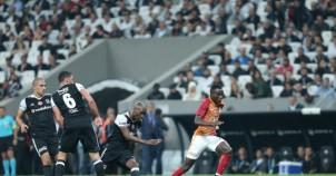 Nefes kesen Beşiktaş - Galatasaray derbisinden görüntüler