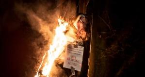 Danimarka'da başbakanın maketi yakıldı: 2 kişi tutuklandı