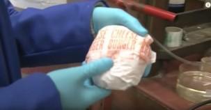 Hamburgeri tuz ruhunun içinde bekletince bakın ne oluyor