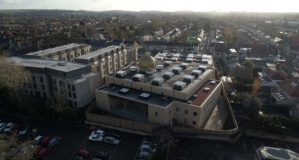 Avrupa'nın ilk çevre dostu camisi ibadete açıldı