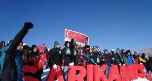 Sarıkamış şehitleri için on binlerce kişi karda yürüdü