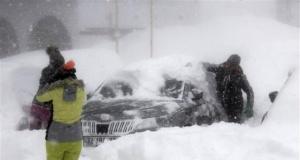 Kar kalınlığı 150 santimi buldu! Araçlar kara gömüldü