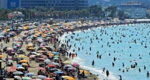 Tatil kentinde nüfus 1 milyonu aştı! Adım atacak yer yok!