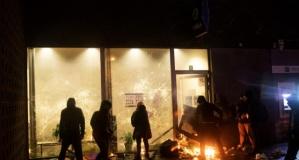 Avrupa'nın göbeğinde kaos! Polis merkezi ateşe verildi